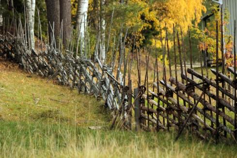 """Schwedischer Naturzaun """"Gärdesgård""""   © Christine Riel"""